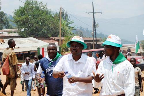 A Isare, les militants du camp Léonce Ngendakumana tenaient leur réunion juste à quelques mètres ©Iwacu