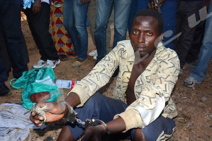 Christian Claude Butoyi en possession de deux clés de la chambre de l'une des soeurs ©Iwacu