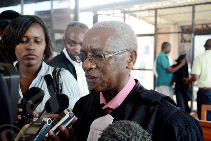 Jeudi, 11 septembre 2014 - Les avocats de Pierre Claver Mbonimpa ont comparu en l'absence de leur client gravement malade. La défense a beaucoup insisté sur sa liberté provisoire. L'affaire a été mis en délibérée et le TGI en mairie de Bujumbura a fixé le prochain rendez-vous pour le 15 septembre ©A.K/Iwacu