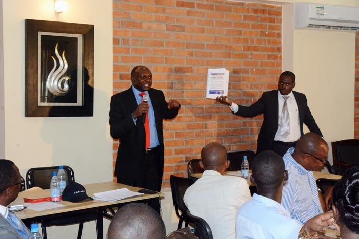De gauche à droite Denis Banshimiyubusa et Sylvère Ntakarutimana ©Iwacu