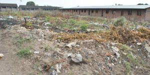Des ordures devant les classes de l'école fondamentale du quartier 4 à Ngagara ©Iwacu