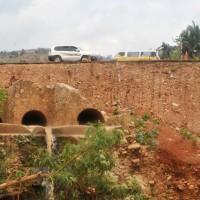 Deux de trois buses conduisant les eaux de la rivière Gasenyi sont bouchés ©Iwacu