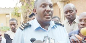 """Héménélgide Harimenshi, porte-parole de la police : """"Des enquêtes continuent pour trouver d'autres indices, des complices ou des commanditaires de ce crime afin de faire un dossier plus complet""""  ©Iwacu"""