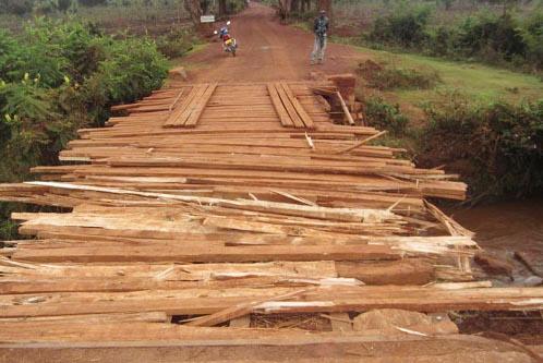 Le pont en question entre les communes Kayokwe et Nyabihanga ©Iwacu