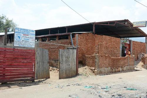 Les deux églises à la 9ème avenue de la commune Bwiza ©Iwacu