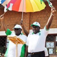 Dimanche, 14 septembre à Rushubi, au chef-lieu de la commune Isare et de la province Bujumbura, Mr Ndayizeye et Dr Minani fiers de se retrouver ©Iwacu