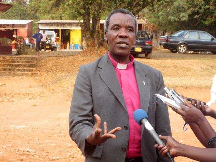 Monseigneur Justin Baransananikiye : «On ne peut pas mettre des fautes pareilles dans un manuel et dire qu'on est en train d'enseigner la musique.» ©Iwacu
