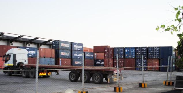 Certains containers déposés au port de Dar-es Salam ©Iwacu