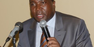 Domitien Ndihokubwayo lors du café de presse de  ce mardi 7 octobre à Bujumbura ©Iwacu