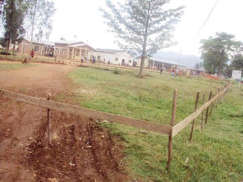 Implantation de la permanence du Cndd-Fdd devant le bureau de la commune Rugombo ©Iwacu