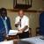 Vendredi, 24 octobre 2014 – La Benevolencija Burundi, sous financement  de l'Ambassade des Pays-Bas au Burundi a octroyé un don de matériel à 6 médias privés. Après signature du document attestant la réception, Antoine Kaburahe, directeur des publications d'Iwacu en reçoit une copie des mains de Johan Deflander représentant légal de La Benevolecija Burundi en présence de l'ambassadeur © O.N/Iwacu