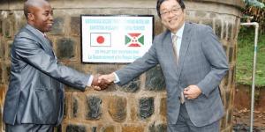 Ambassadeur du Japon avec l'Assistant du Ministre de l'Energie et des Mines ©Iwacu
