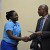 Adolphe Rukenkanya, ministre de la Jeunesse, des sports et de la culture remet une enveloppe de 200 mille Fbu, à Odette Ntahomvukiye (Judoka)