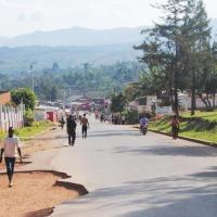 Vue partielle sur la route à Makamba centre