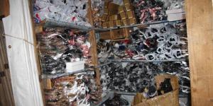 Un stand de chaussures importées de l'Ouganda ©Iwacu