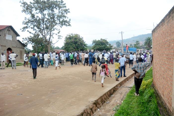 Les membres du MSD  sont rentrés en entonnant les chansons du parti ce qui a déplu aux policiers ©Iwacu