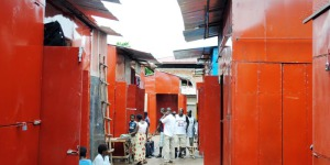 Nouveau moderne de Kamenge où des commerçants sont obligés d'ériger leurs stands en tôle ©Iwacu