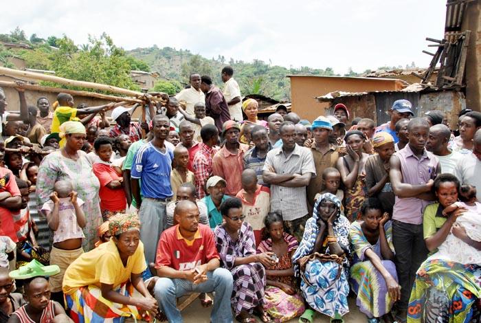 Des habitants de Muyira lors d'une réunion de sécurité à Rweza ©Iwacu