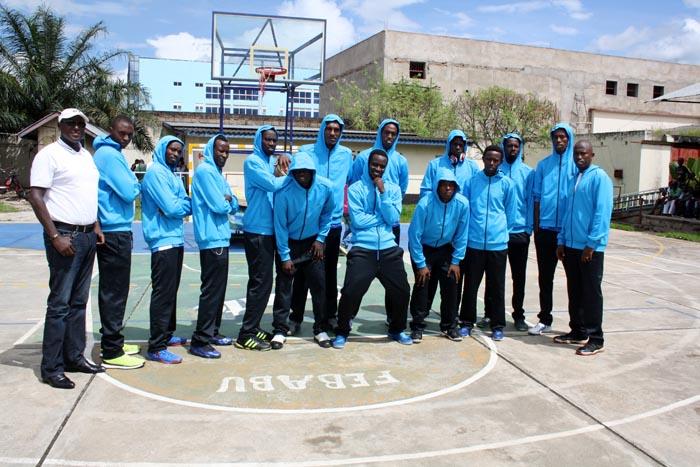 Certains joueurs d'Urunani, en survêtements ©Iwacu