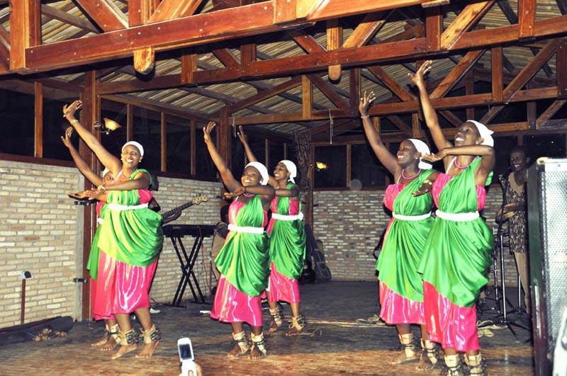 « Intatana » en plein spectacle au Centre culturel de Gitega ©Iwacu