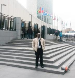 Aimé Magera devant le siège des Nations unies : « Nous demandons qu'il y ait ouverture d'enquêtes internationales. » ©Iwacu