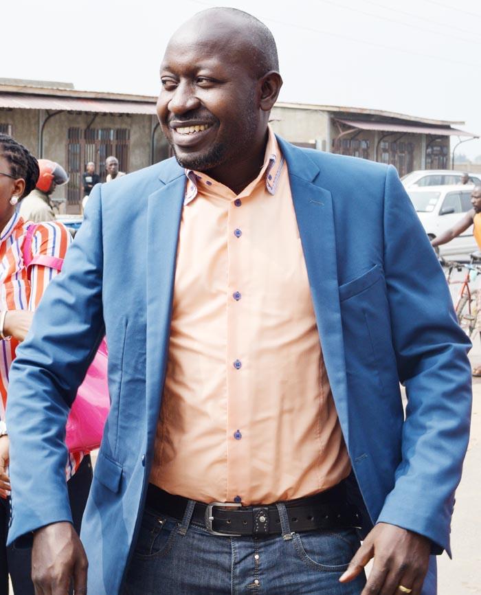 Bob Rugurika dans le pick-up le conduisant à la prison de Mpimba ©Iwacu