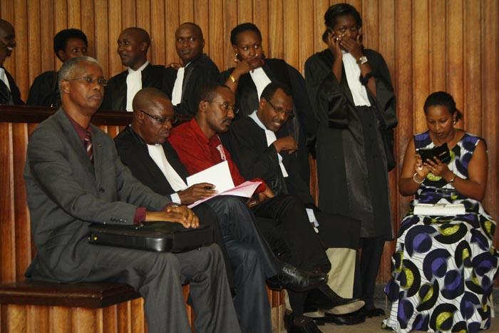Me Rufyikiri à la barre (à gauche), avant le début de l'audience publique du 20 janvier ©Iwacu