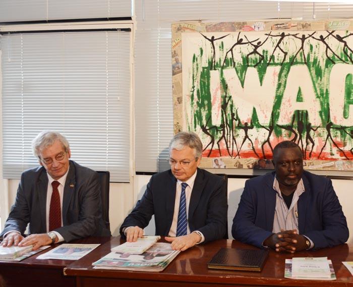 De gauche à droite, Marc Gedopt, ambassadeur du Royaume de Belgique, Didier Reynders, le chef de la diplomatie belge, et Antoine Kaburahe, directeur des publications du Groupe de presse Iwacu ©Iwacu
