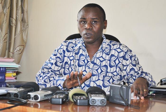 Gabriel Rufyiri: «Engagez-vous à appliquer strictement le contenu de l'article 9 pour que les fonds que l'Union Européenne pourraient donner puissent relever les multiples défis des Burundais». ©Iwacu
