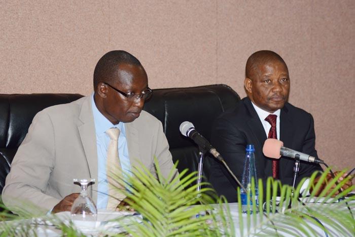 De gauche à droite : Révérend Pasteur  Léopold Banzubaze et Mgr Justin Nzoyisaba ©Iwacu