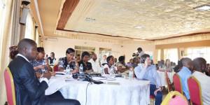 Les participants écoutent attentivement les intervenants ©Iwacu