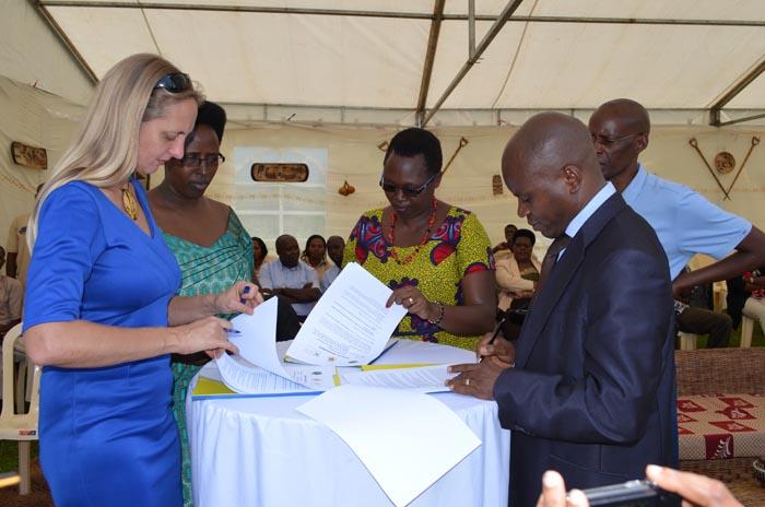 Cérémonies de signature du projet « Appui au tourisme burundais. » ©Iwacu