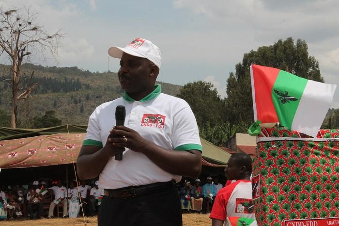 Pour Victor Burikukiye, les fauteurs de trouble veulent se cacher derrière la question des mandats présidentiels et de la vie chère pour perturber la sécurité nationale ©Iwacu