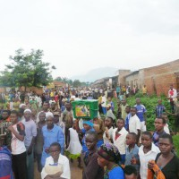 Vue partielle d'une foule en colère ©Iwacu