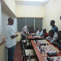 Le président de la fédération arbitre une partie opposant le champion national et les joueurs de Gitega. ©Iwacu