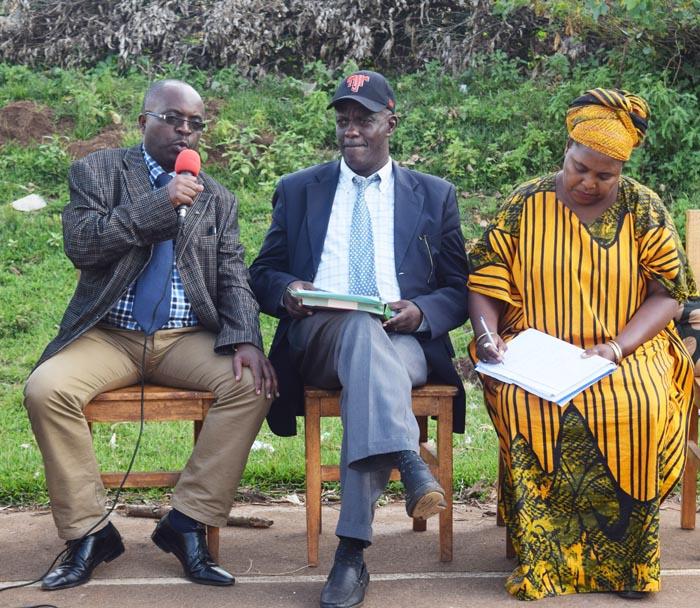 Les trois commissaires : Père Désire Yamuremye, Didace Kiganahe et Clotilde Bizimana ©Iwacu