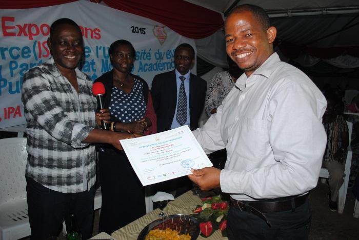 Remise de  certificats aux entreprises participantes ©Iwacu