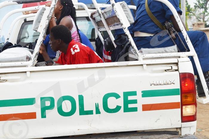 Les captifs sont conduits par la police ©Iwacu