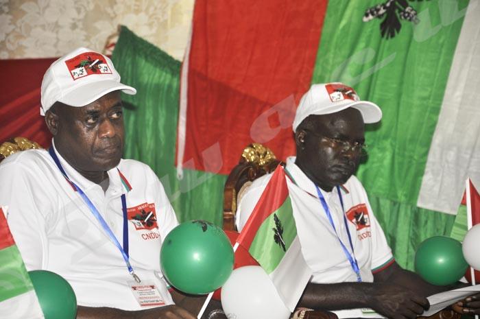 Apparemment Pie Ntavyohanyuma (président de l'Assemblée Nationale) et Isidore Rufyikiri (2ème vice-président de la République) n'étaient pas contents