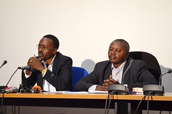 De gauche à droite Joseph Manirafasha et Révérien Nzigamasabo: « C'est incompréhensif que des gens fuient la paix.» ©Iwacu