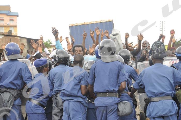 Ndabitoreye Audifax, candidat indépendant à la présidentiellle face à la police ©Iwacu