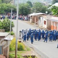La police aux prises avec  les jeunes ©Iwacu