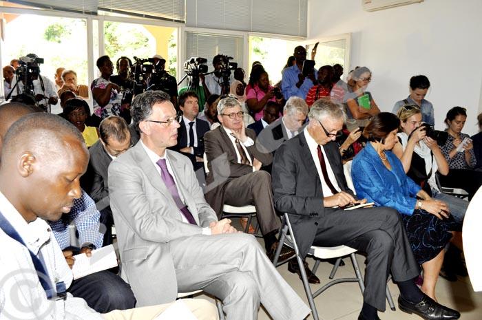 Des invités dont l'ambassadeur de France, Pays Bas, USA,Belgique, Allemagne et de l'Union Européenne,