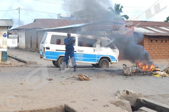 C'est le commandant Museremu en personne qui mène les opérations de dispersion des manifestants à Buyenzi