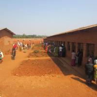 A Songa les électeurs attendent patiemment leur  tour (2)
