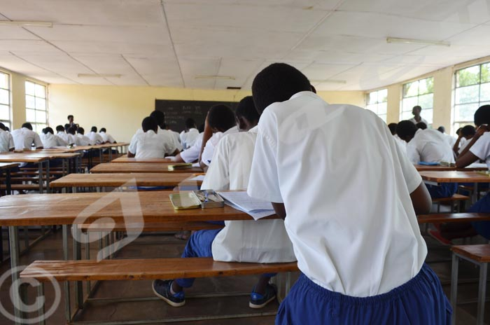 Elèves de 10ème passant le test au lycée Vugizo