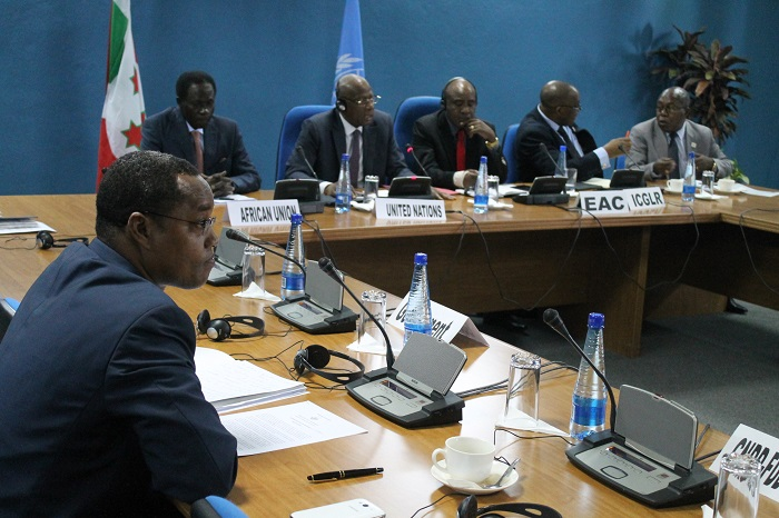 Au deuxième jour de la reprise de ce'' dialogue inter-burundais'', le ministre burundais de l'Intérieur, Edouard Nduwimana se rend au Menub avec un message du gouvernement concernant le nouveau facilitateur.