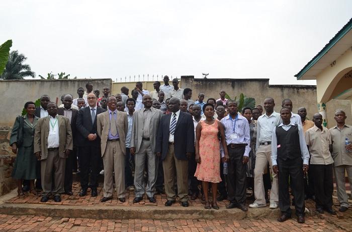 Photo de famille des participants au lancement du programme.