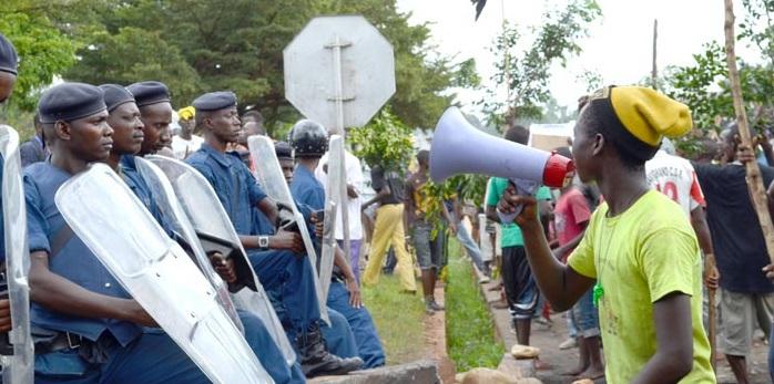 Kadogo, face à la police