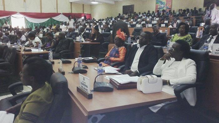 Vue partielle des députés présents  l'Assemblée Nationale